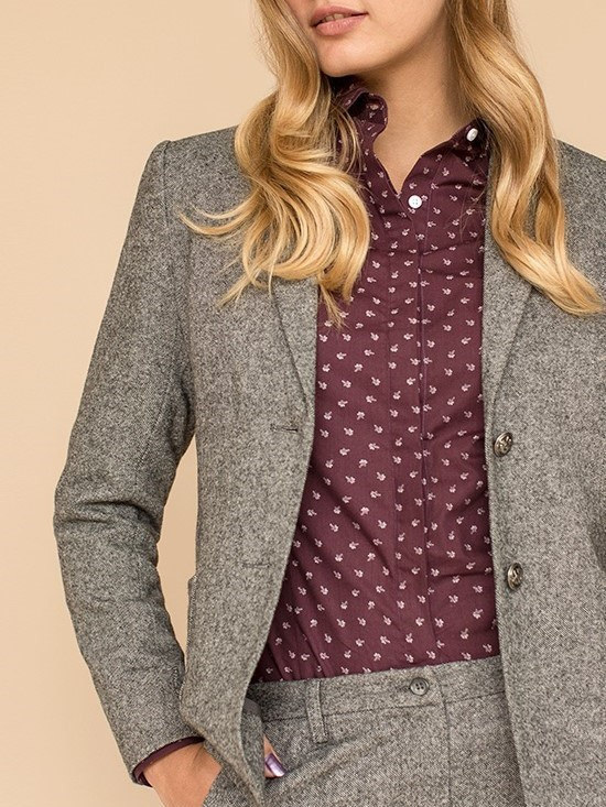 How to Wear Women's Tweed Clothes
