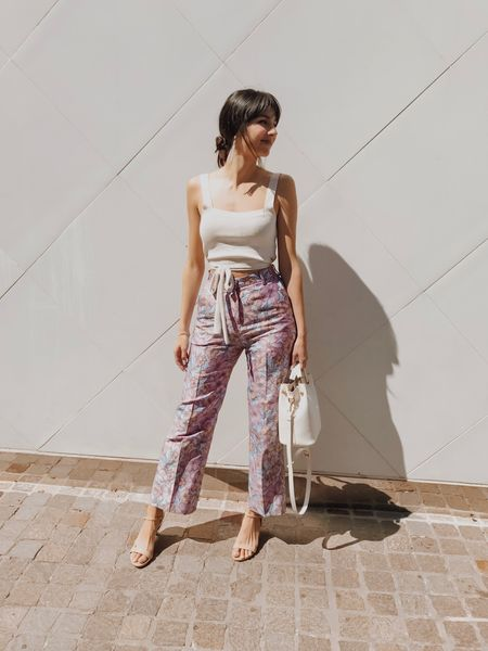 Copy the latest Pants Trends and Looks [high waisted pants, wide leg pants,..]