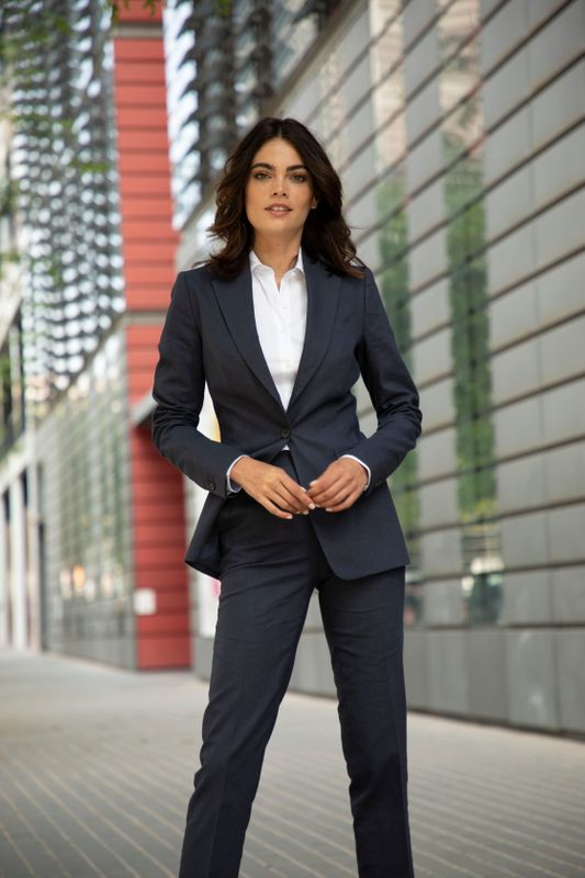 Business Wardrobe Essentials for successful women in job