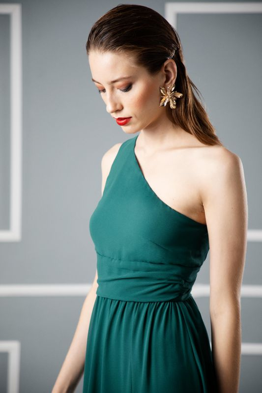 The Latest Dress Trend: Asymmetrical Necklines [One Shoulder Dresses]