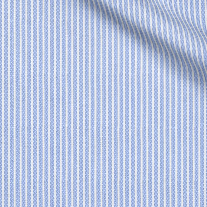 Camisa de vestir azul claro a rayas de manga corta de verano con cuello mao